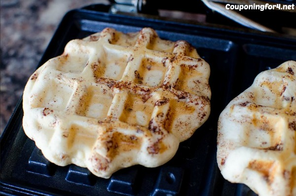 maple-cranberry-cinnamon-roll-waffles-recipe3